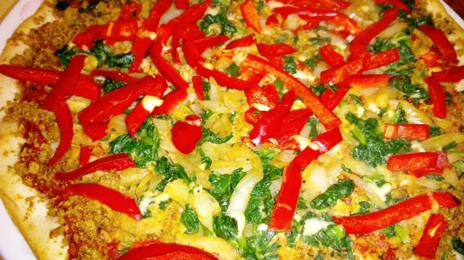 A colourful vegan pizza.